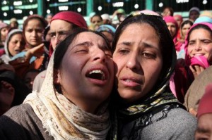 kashmiri-muslim-women-wail-over-the-death-of-shabir-ahmad-a-300x199